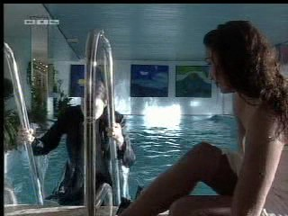GZSZ - Girl in pool