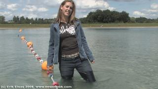 EE Wetlook, sample of Chantal in jeanswear in lake