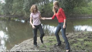EE Wetlook, sample of Naomi & Sharon having a mudfight