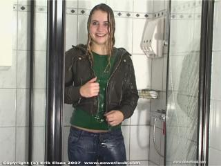 EE Wetlook, sample of Simone in jeanswear in shower