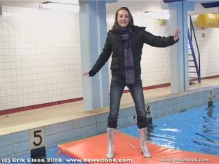 EE Wetlook, sample of Lisette in winterclothes in swimming pool