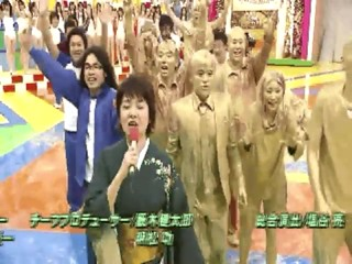 Japanese girl dunk in golden slime!