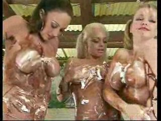 Fear Factor,  3 girls get messy